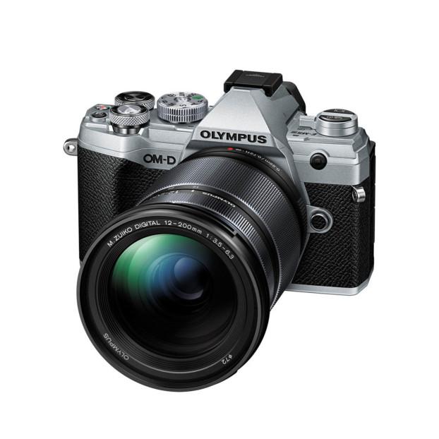 Olympus OM-D E-M5 mark III zilver + 12-200mm f/3.5-6.3