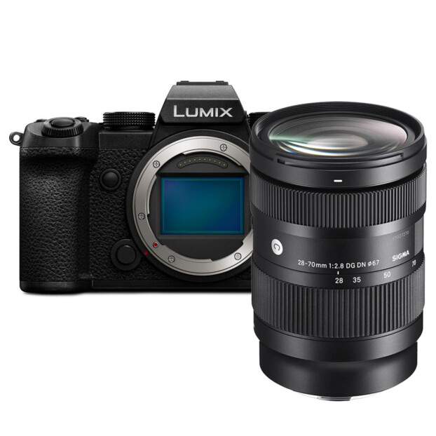 Panasonic Lumix DC-S5 + Sigma 28-70mm f/2.8